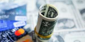 Доллар дешевеет к мировым валютам на снижении доходности гособлигаций США