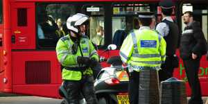 Власти Англии будут штрафовать бизнес за нарушение COVID-правил