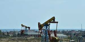 Нефть дешевеет на рисках снижения спроса на рынке