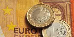 Евро опустился ниже 89 рублей впервые с 18 февраля