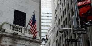 Биржи США снижаются после выхода статистики по ВВП страны
