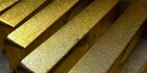 Золото немного дорожает после падения на 1,6% накануне