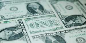 Курс доллара снижается к евро и иене после публикации слабой внутренней статистики
