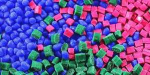 Минприроды выступает за отказ от неперерабатываемого цветного пластика