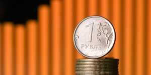 Курс рубля вечером остаётся в заметном плюсе после ужесточения монетарной политики Банка России