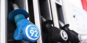 Цена бензина на бирже скорректировалась вниз, прервав недельный рост до рекордных отметок
