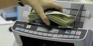 Инвестстратег Бахтин: продавать доллары выгодно, когда компании продают валюту для налоговых выплат