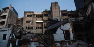 Число обнаруженных спасателями МЧС погибших вБейруте увеличилось