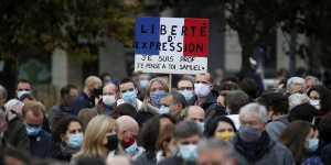 Убийца преподавателя в Париже предлагал деньги за сведения о жертве