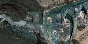 Археологи нашли нетронутую церемониальную колесницу близ Помпеев