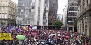 Бразильцы вышли на протестные акции из-за 500 тыс. умерших от COVID-19