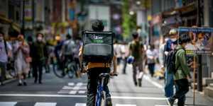 В Японии обвинили Uber в использовании труда иностранцев с истекшими визами