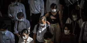 Режим ЧС из-за коронавируса ввели в трех префектурах близ Токио