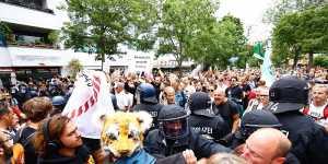 В Берлине люди вышли протестовать против COVID-ограничений